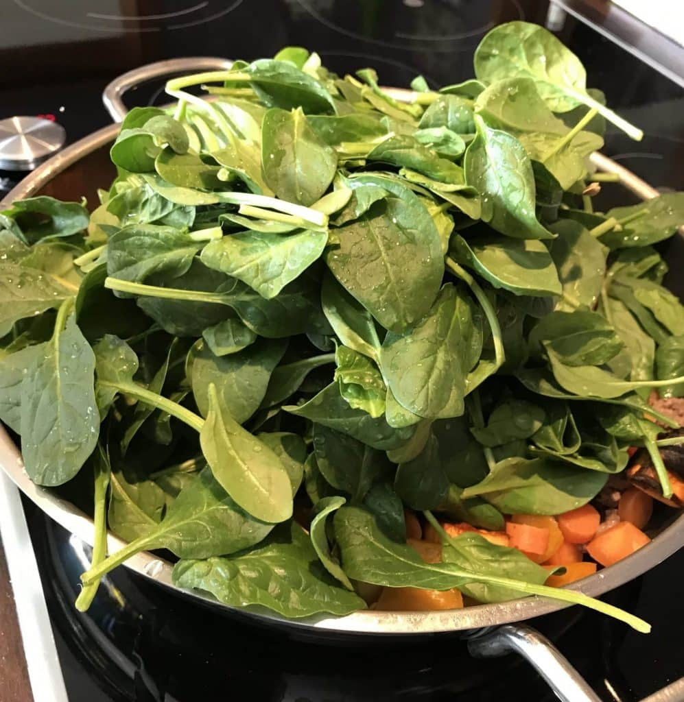 Bei der Zubereitung vom frischen Spinat, am besten mit Deckel auf der Pfanne.